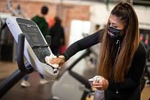 Dezinfikování prostor fitness centra v Kolíně nad Rýnem v Německu