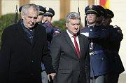 Prezident Makedonie Ďorge Ivanov, který 4. října 2018 zahájil návštěvu České republiky, se dopoledne na Pražském hradě setkal s českým prezidentem Milošem Zemanem.