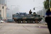 Armáda v Zimbabwe obsadila strategické úřady.