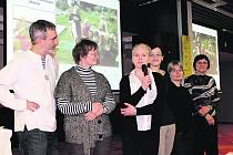 PODĚKOVÁNÍ. Herec a jeden z patronů soutěže Petr Vacek (vlevo) byl z činnosti Tangramáků nadšený.