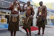 Botswanská výprava v olympijské vesnici špatnou náladou určitě netrpí.