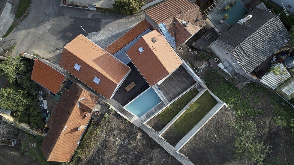 Architekti vytvořili tři samostatné, ovšem navzájem propojené objekty.