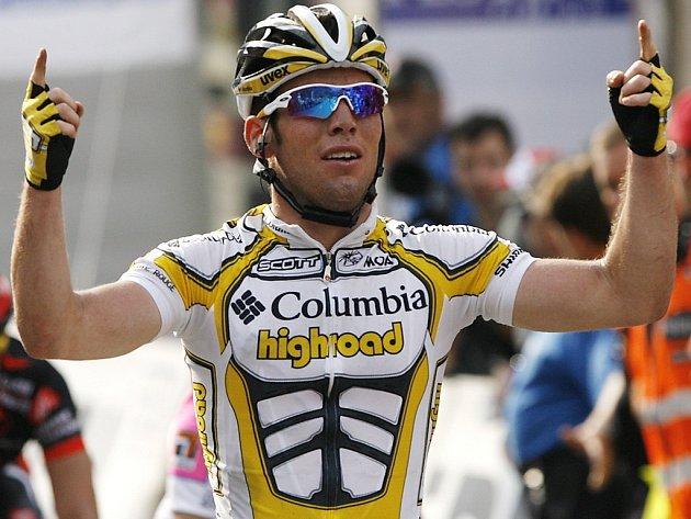 Mark Cavendish slaví vítězství ve třetí etapě závodu Kolem Švýcarska.