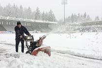 Kvůli sněhové kalamitě musel být odložen fotbalový zápas v Jablonci.