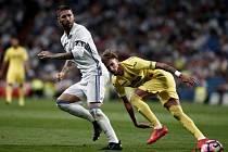 Sergio Ramos z Realu Madrid (vlevo) a Samu Castillejo z Villarrealu.