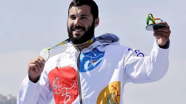 Josef Dostál se stříbrnou medailí z olympijských her v Riu.
