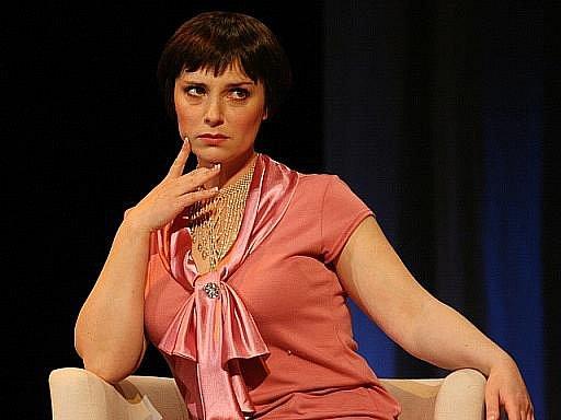 Herečka Zuzana Dřízhalová ve hře Na úrovni v pražském divadle Broadway