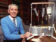 """""""Smrtící přístroj"""", který používal známý propagátor eutanazie Jack Kevorkian."""