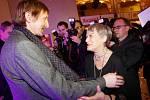 Výroční filmové ceny Český lev 2011 byly předány 3. března v pražské Lucerně. Na snímku Vladimír Javorský se Lvem za nejlepší mužský herecký výkon a Ljuba Skořepová s gratulací.