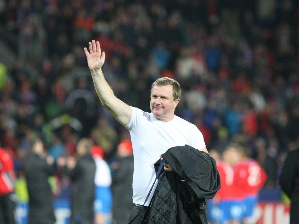 Trenér Pavel Vrba se loučí po výhře Plzně nad CSKA Moskva s fanoušky, míří k reprezentaci.