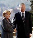 Tehdejší český premiér Mirek Topolánek a německá kancléřka Angela Merkelová v roce 2008.
