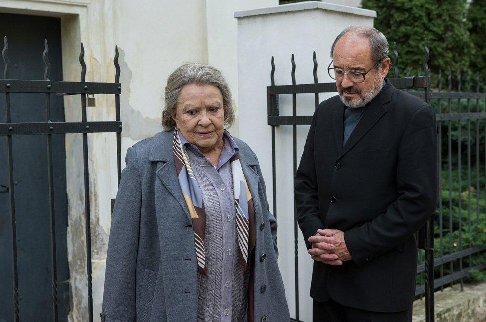 Film Klec. Jiřina Bohdalová a Viktor Preiss.