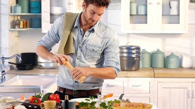 Muž v kuchyni - Ilustrační foto