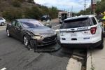 Vozidlo Tesla nabouralo v Kalifornii stojící policejní auto.