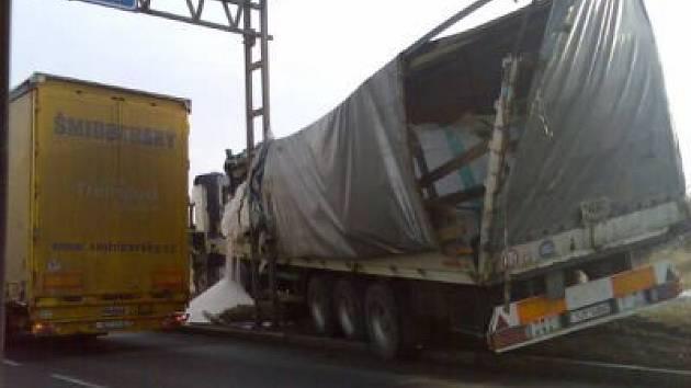 Nehoda dvou kamionů