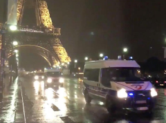 Policejní manévry u Eiffelovy věže kvůli hrozbě terorismu