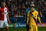 Fotbalový zápas skupiny F (liga mistrů), SK Slavia Praha - FC Barcelona, 23. října 2019 v Praze. Na snímku zleva Tomáš Souček, Lionel Messi.