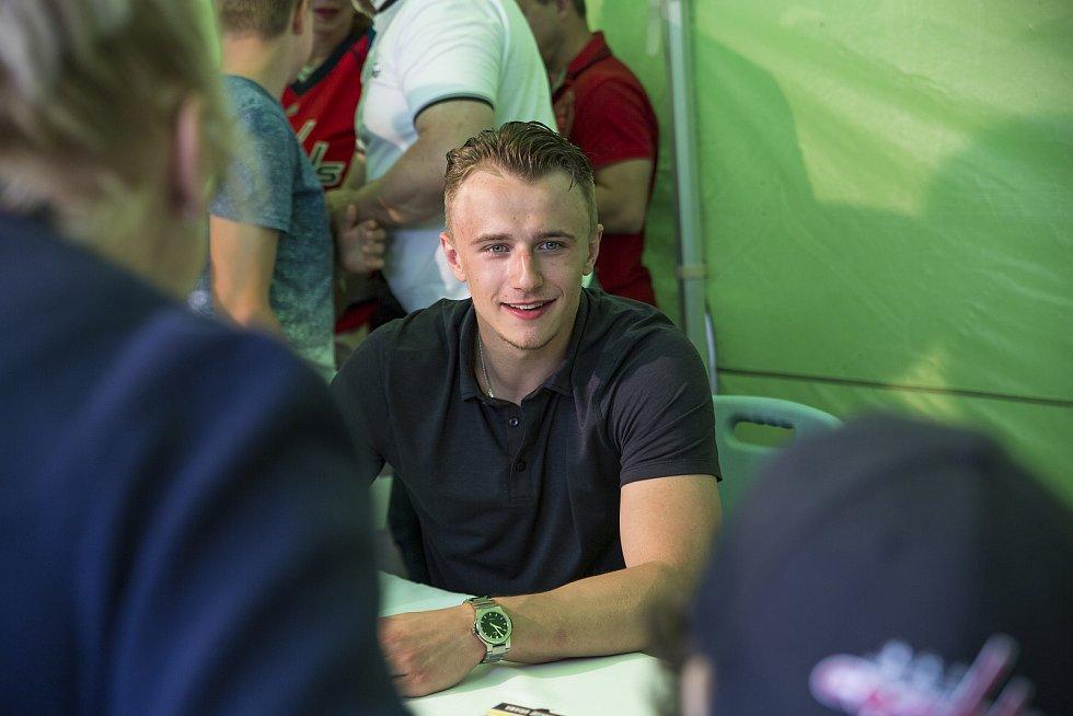 Jakub Vrána přivezl do Prahy slavný Stanley Cup.