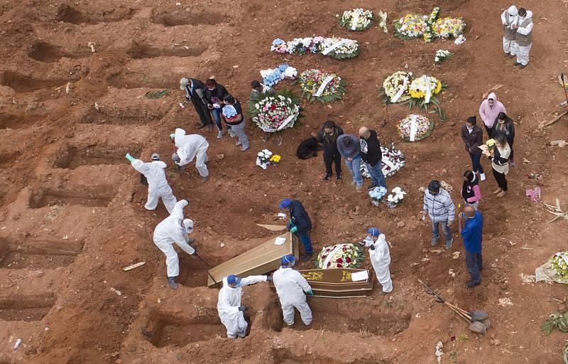 Pohřbívání obětí v Sao Paulu