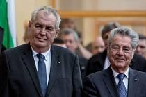 V pondělí se Fischer a Zeman sešli v Lánech, kde uctili památku prvního československého prezidenta Tomáše Garrigua Masaryka.