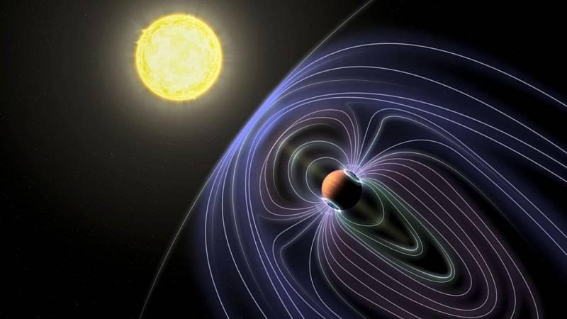 Umělecké ztvárnění exoplanety Tau Boötes b. Znázorněné čáry představují neviditelné magnetické pole chránící tuto planetu před slunečním větrem
