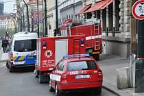 Hasičská auta poblíž místa výbuchu v Divadelní ulici v centru metropole.