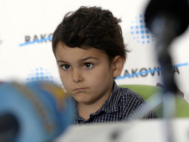 Šestiletý britský chlapec Ashya King, který se předloni v Česku podrobil protonové léčbě mozkového nádoru, se opět naplno vrátí do školy.