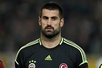 Brankář Volkan Demirel.