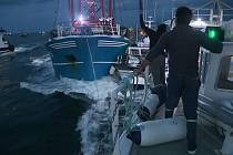 V Lamanšském průlivu se v úterý brzy ráno střetli britští a francouzští rybáři, kteří v oblasti loví hřebenatky
