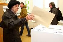 V Chomutově se 31. ledna opakovalo hlasování do městského zastupitelstva. Výsledky říjnových komunálních voleb ve městě byly totiž soudně zrušeny kvůli kupčení s voličskými hlasy.