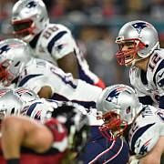 Super Bowl: Patriots (v modrém) porazili Atlantu.
