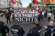 V Hradci Králové se na nepovolené akci sešlo na třista extrémistů.