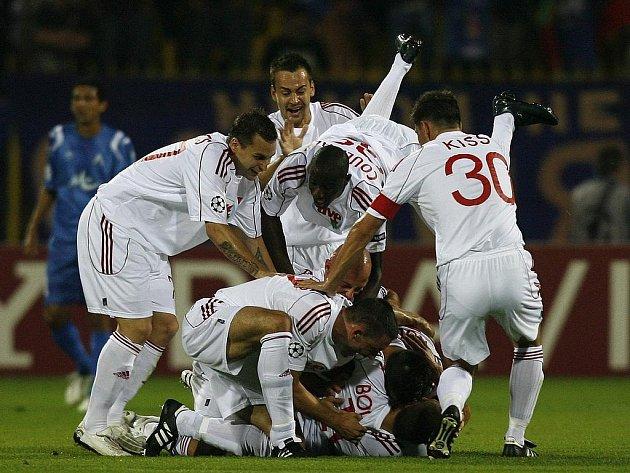 Fotbalisté Debrecína se radují, v Sofii vyhráli 2:1.