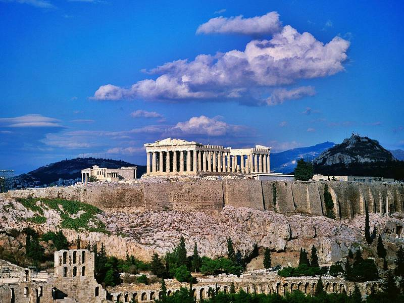 Při výletu po řeckých památkách nechte podpatky doma.