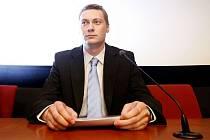 Poslanec ODS Jan Morava na tiskové konferenci, kde oznámil, že složil mandát.