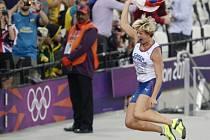 Barbora Špotáková oslavuje druhý olympijský triumf kariéry.
