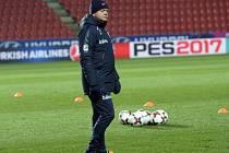 Kouč Per-Mathias Högmo na tréninku norské reprezentace.