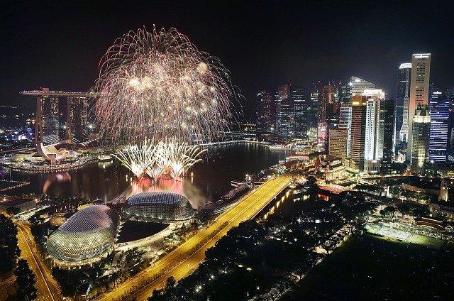 Oslavy příchodu nového roku v Singapuru.