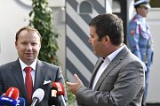 Miroslav Poche (vlevo) a Jan Hamáček po jednání s prezidentem Milošem Zemanem v Lánech.