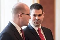 Premiér Bohuslav Sobotka (vlevo) a nový ministr průmyslu a obchodu Jiří Havlíček.