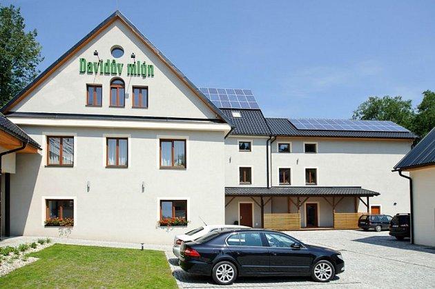 Projekt 3.Voda a slunce nabíjí hotel a elektromobily obnovitelnou energií