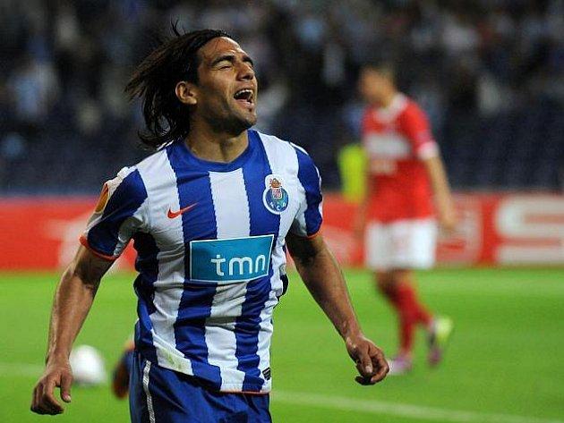 Radamel Falcao z FC Porto oslavuje jednu z tref do sítě Spartaku Moskva.