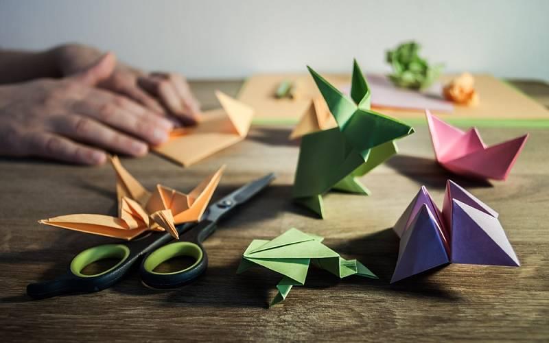 Skládání origami vyžaduje zručnost i trpělivost