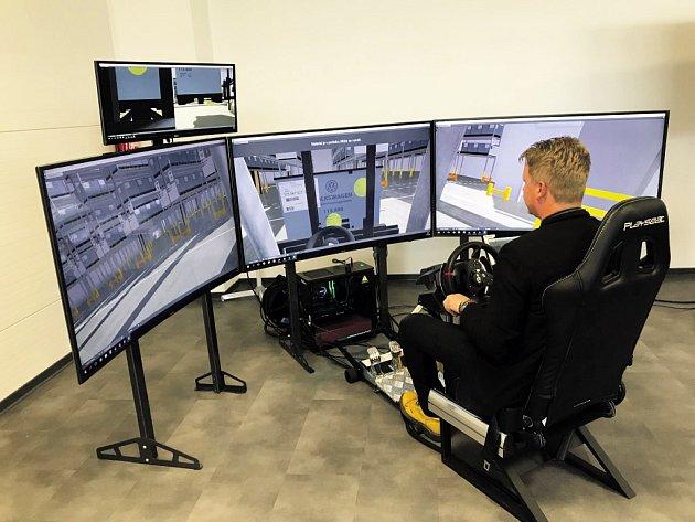 S vysokozdvižným vozíkem se díky 3D technologii dá jezdit i v učebně.