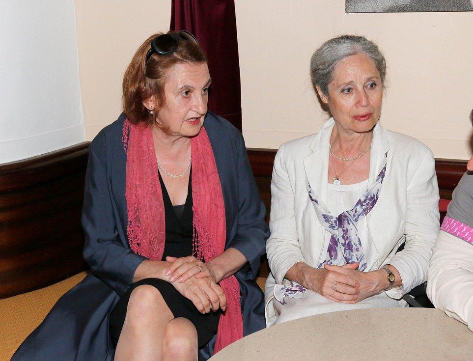 Táňa Fischerová s Evou Holubovou