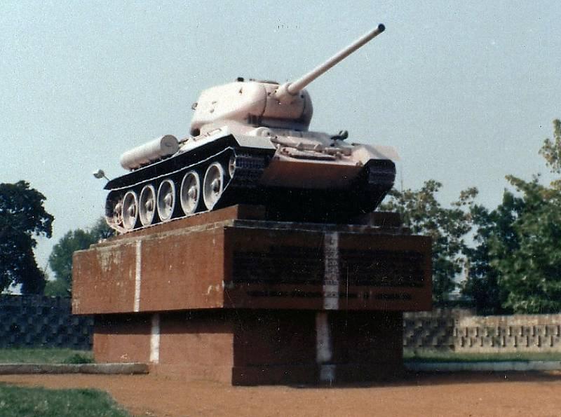 Památník s tankem T34 v Žatci