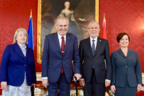 Miloš Zeman, jeho manželka Ivana a rakouský protějšek Alexander Van der Bellen a jeho choť Doris Schmidauer.