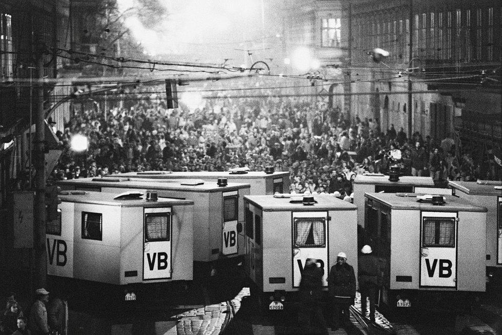 Sametová revoluce - Jak to vypuklo. Praha - neděle 19. listopadu
