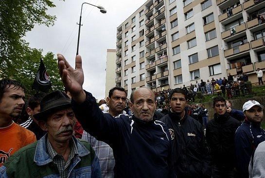Romové po celé republice se chystají demonstrovat, někteří navíc pracují na vzniku tzv. ochranných hlídek. Ty by je měly chránit tam, kde jim hrozí nebezpečí od extrémní pravice.