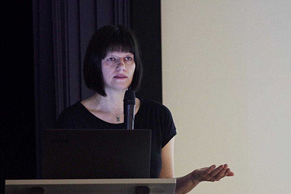 Zavedená nouzová opatření posunula na neurčito i její natáčení rozhlasového cyklu Osudové ženy, stejně tak byla odložena knihovnická konference, na níž měla Martina Bittnerová vystoupit.
